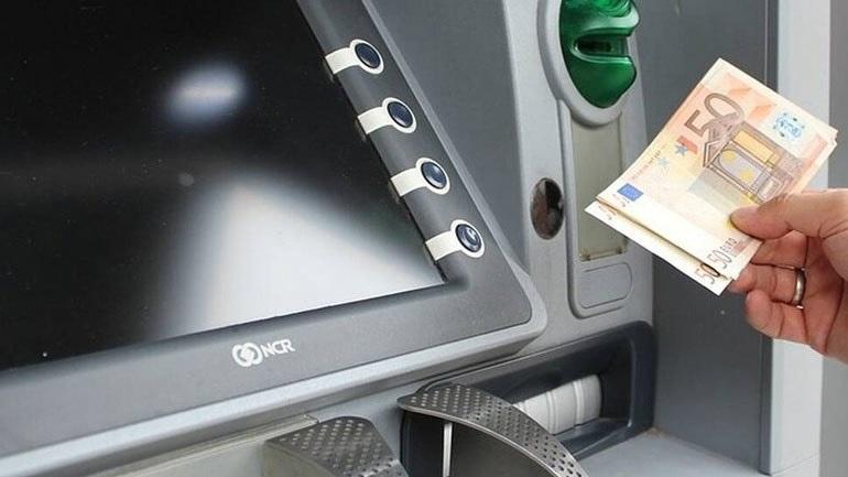 Ακριβότερες από σήμερα οι αναλήψεις μετρητών από ΑΤΜ άλλων τραπεζών