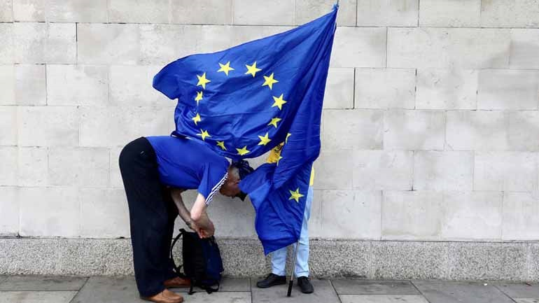 Το 54% των ψηφοφόρων στη Βρετανία τάσσεται υπέρ της αποχώρησης από την ΕΕ «πάση θυσία»