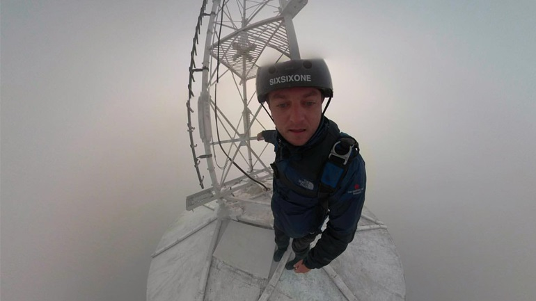 Base jump από επικοινωνιακό πύργο