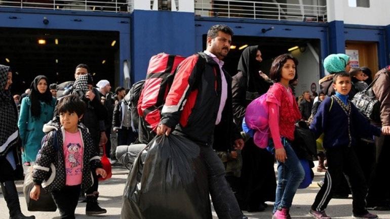 Εκατοντάδες αφίξεις μεταναστών στο λιμάνι του Πειραιά