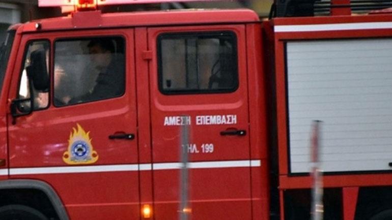 Θεσσαλονίκη: Πυρκαγιά σε παροπλισμένο βαγόνι του ΟΣΕ
