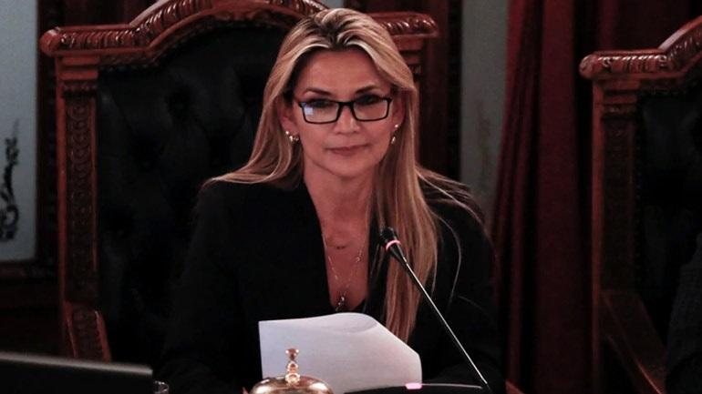 Βολιβία: Αυτοανακηρύχθηκε πρόεδρος η γερουσιαστής της αντιπολίτευσης Τζανίνε Άνιες