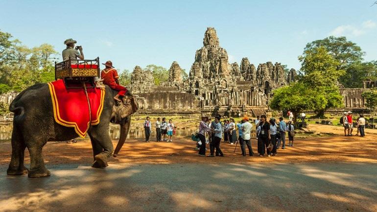 Καμπότζη: Απαγορεύτηκαν οι τουριστικές βόλτες με ελέφαντες στην περιοχή Άνγκορ