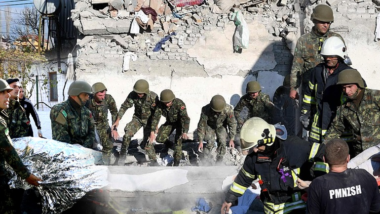 Εικόνες καταστροφής και απόγνωσης στην Αλβανία
