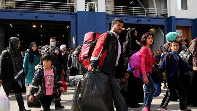 Στο λιμάνι του Πειραιά μεταφέρθηκαν από Χίο και Μυτιλήνη 370 μετανάστες