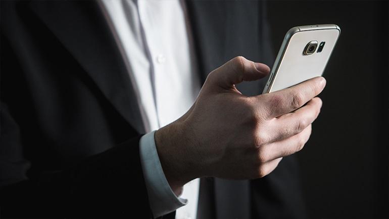 Η Ρωσία απαγορεύει τη χρήση ξένου λογισμικού σε κινητά, υπολογιστές και τηλεοράσεις