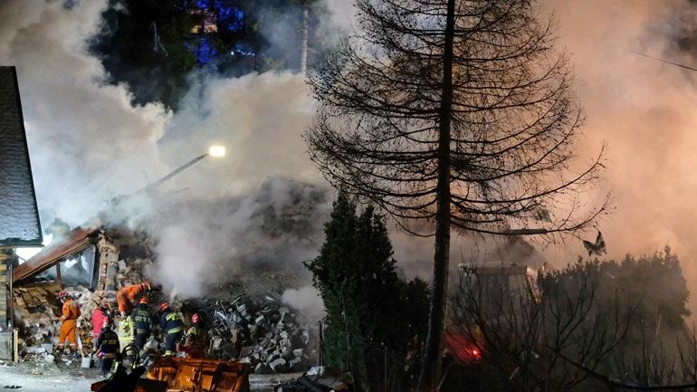 Πολωνία: Κατέρρευσε τριώροφο κτήριο σε χιονοδρομικό κέντρο από έκρηξη λόγω διαρροής αερίου