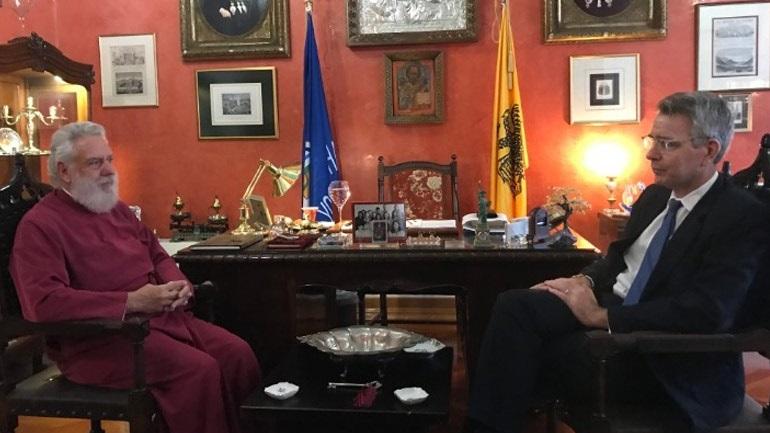Συνάντηση του μητροπολίτη Σύρου Δωρόθεου με τον Αμερικανό πρέσβη Τζέφρι Πάιατ