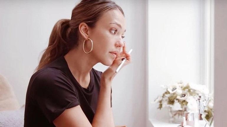 Βήμα - βήμα το καθημερινό μακιγιάζ της Jessica Alba!