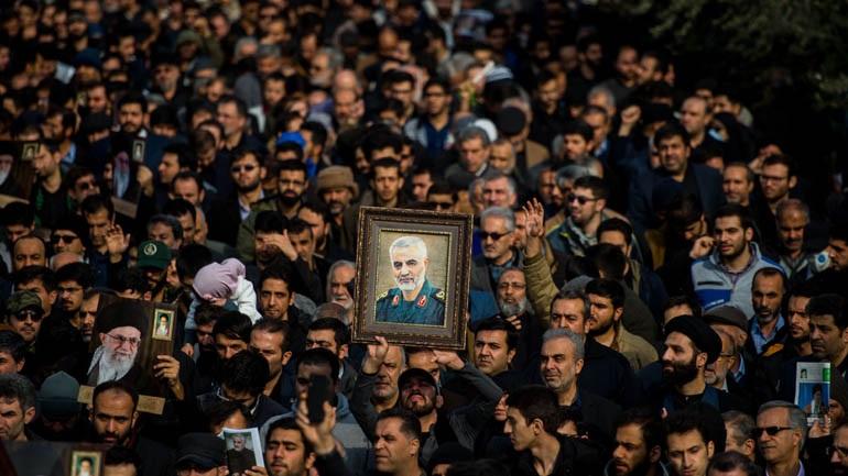 Χιλιάδες Ιρανοί στους δρόμους, ζητούν εκδίκηση για τον θάνατο του στρατηγού Σουλεϊμανί