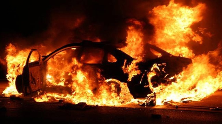 Πυρκαγιά σε αντιπροσωπεία αυτοκινήτων στη Γλυφάδα