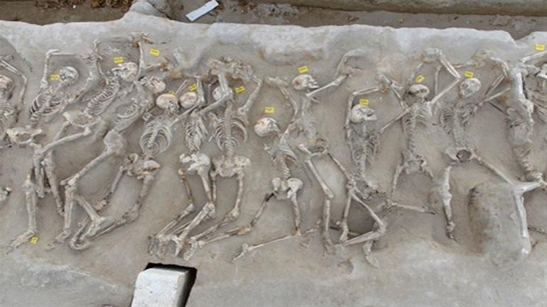 Οργή Μενδώνη: Παρατημένοι στην τάφρο οι «Δεσμώτες του Φαλήρου»
