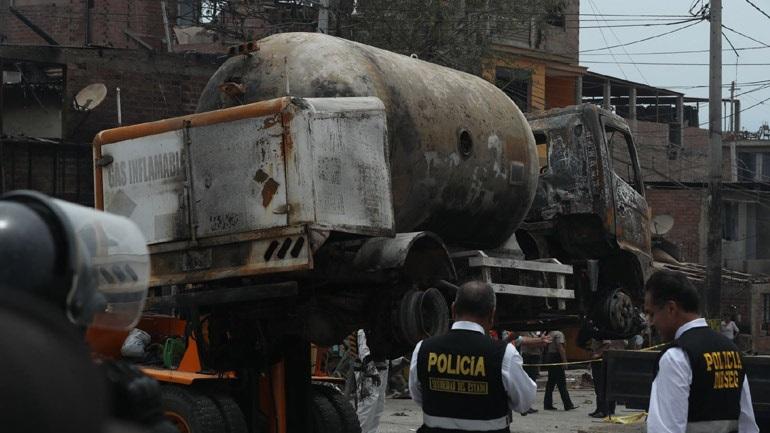 Περού: Τουλάχιστον δύο νεκροί από έκρηξη βυτιοφόρου στη Λίμα
