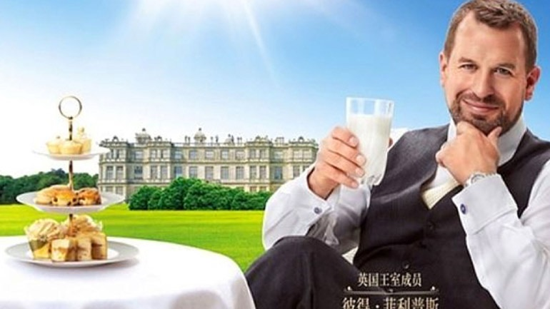 Ο εγγονός της βασίλισσας Ελισάβετ διαφημίζει γάλα στην Κίνα