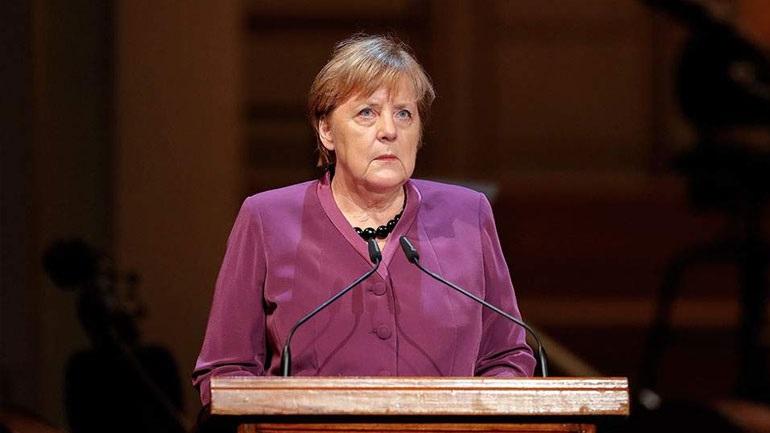 Μέρκελ: Να εναντιώνονται οι πολίτες σε κάθε μορφή αντισημιτισμού και ρατσισμού