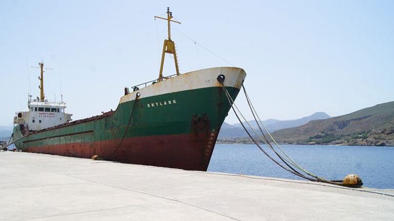 Χανιά: Απομακρύνεται από το λιμάνι Καβουσίου ακινητοποιημένο φορτηγό πλοίο