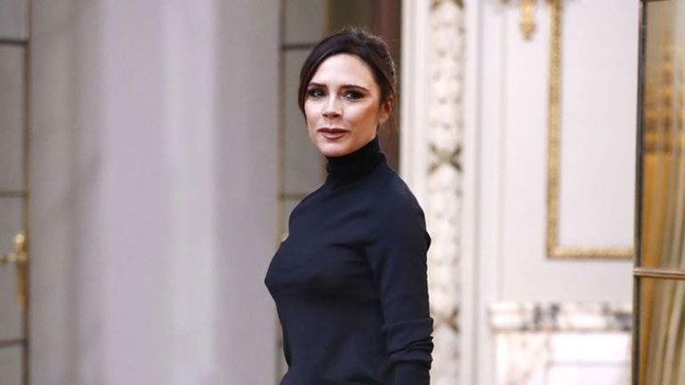 Victoria Beckham: Ποζάρει για το εξώφυλλο ελληνικού περιοδικού