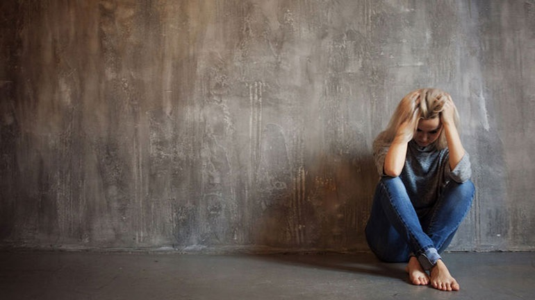 Αυτά είναι τα ύποπτα συμπτώματα της κατάθλιψης