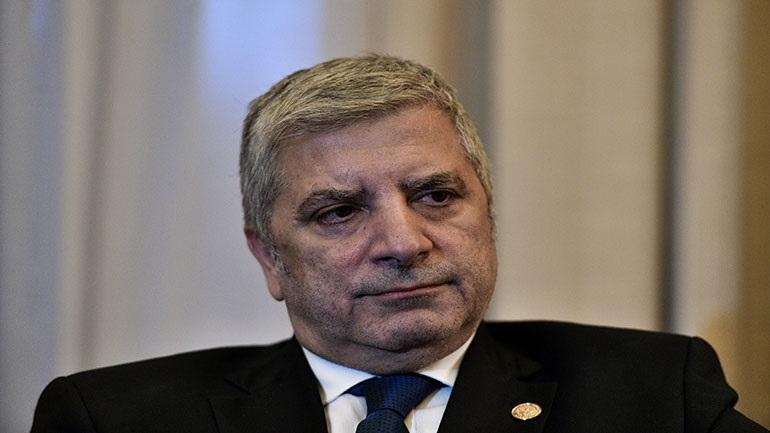 Ο Πατούλης ζητεί εισαγγελική παρέμβαση για την «παράνομη αφισοκόλληση»