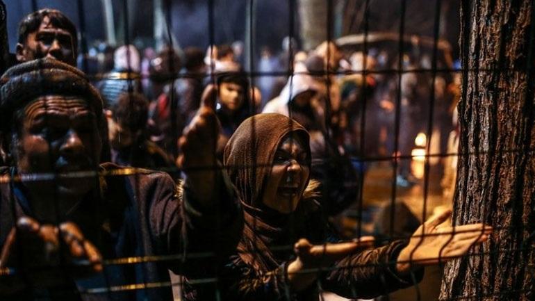 Με λεωφορεία και ταξί στέλνει ο Ερντογάν στα σύνορα τους μετανάστες