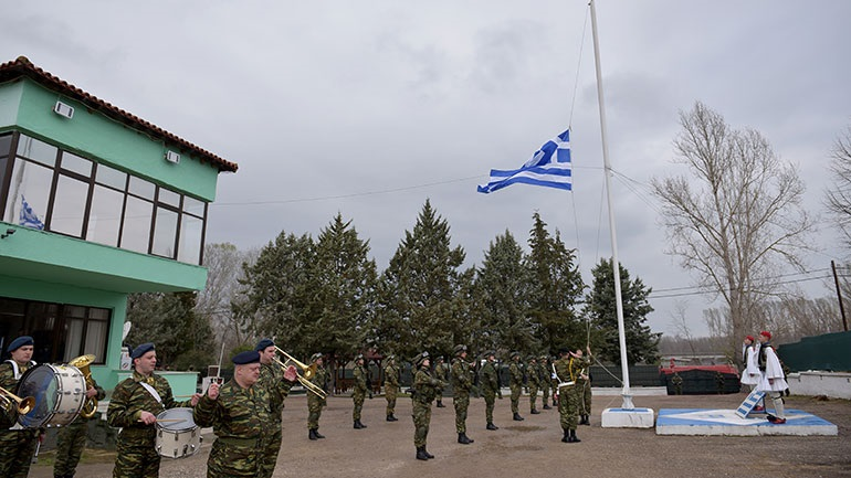 Απόδοση τιμών στο φυλάκιο Έβρου για την 25η Μαρτίου - Ένοπλες δυνάμεις ψάλλουν τον Εθνικό Ύμνο