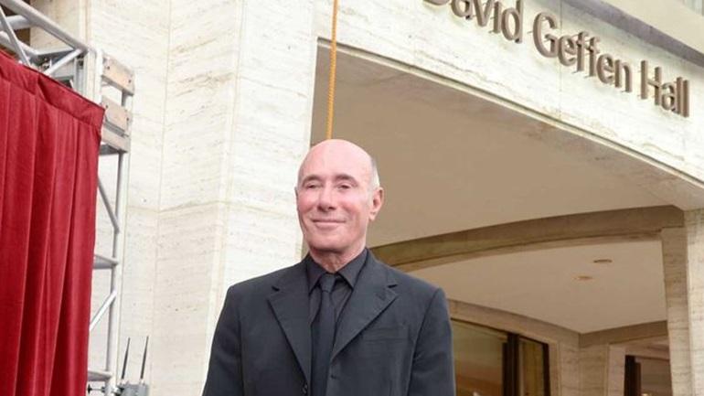 Το post του δισεκατομμυριούχου David Geffen που είναι «απομονωμένος» σε ένα πλωτό παλάτι έφερε αντιδράσεις!