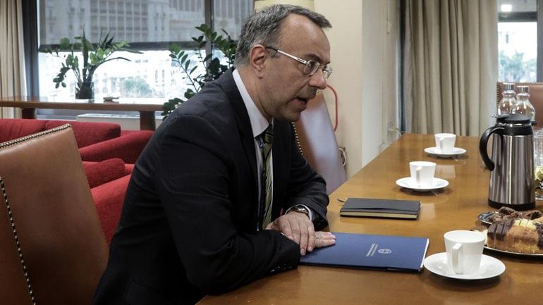 Σταϊκούρας: Τα κρατικά ταμεία αντέχουν για 2-3 μήνες χωρίς να πειραχτεί το μαξιλάρι ασφαλείας