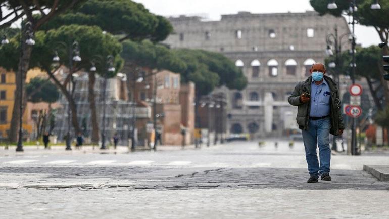 Ιταλία: Μεσίστιες οι σημαίες σε όλη τη χώρα