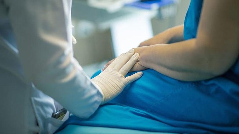 Ο μεγαλύτερος παραγωγός ιατρικών γαντιών στον κόσμο αδυνατεί να καλύψει την αυξημένη ζήτηση