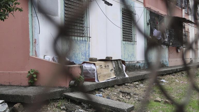 Δράμα χωρίς τέλος: Καίνε στο δρόμο τους νεκρούς τους στο Εκουαδόρ - Σκληρές εικόνες