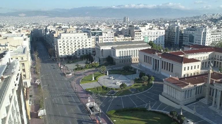 Η άδεια Αθήνα και τα εμβληματικά μνημεία της από ψηλά