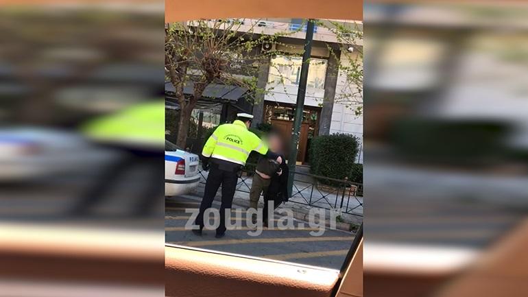 Βίντεο αναγνώστη: Αστυνομικός ουρλιάζει σε πολίτη κατά τη διάρκεια ελέγχου