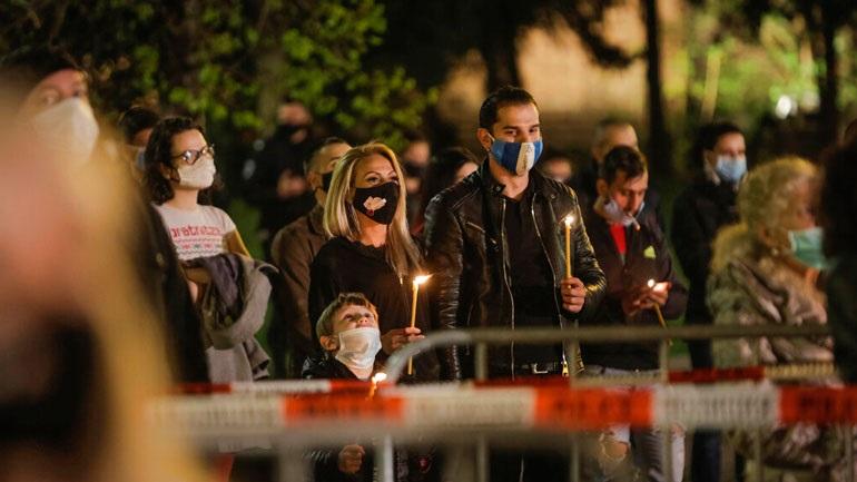 Βουλγαρία: Εκατοντάδες πιστοί αψήφησαν τα μέτρα και συνέρρευσαν στις εκκλησίες