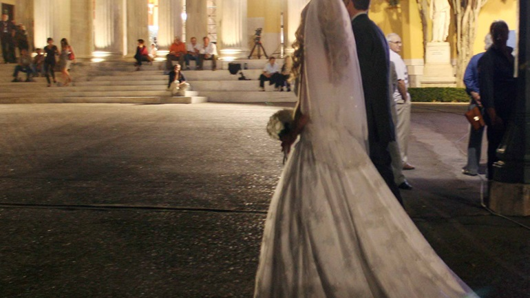 Έτσι θα γίνονται οι γάμοι στην Ελλάδα: Με... μεζούρα, αντισηπτικό και χορό εκ περιτροπής