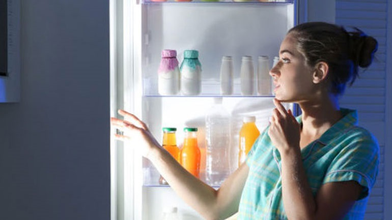 Τι δεν πρέπει με τίποτα να φάτε πριν πέσετε για ύπνο