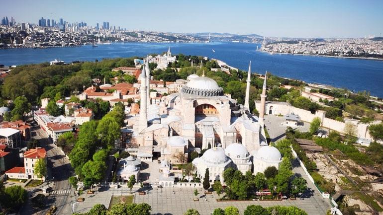 Το tweet για την Αγία Σοφία που διχάζει: Θα μετατραπεί σε μουσουλμανικό τέμενος;
