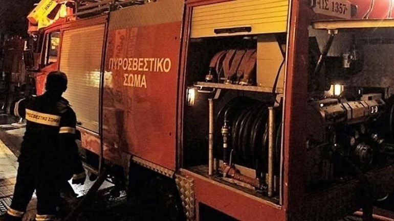 Φωτιά σε εγκαταλελειμμένο κτήριο στο κέντρο της Αθήνας