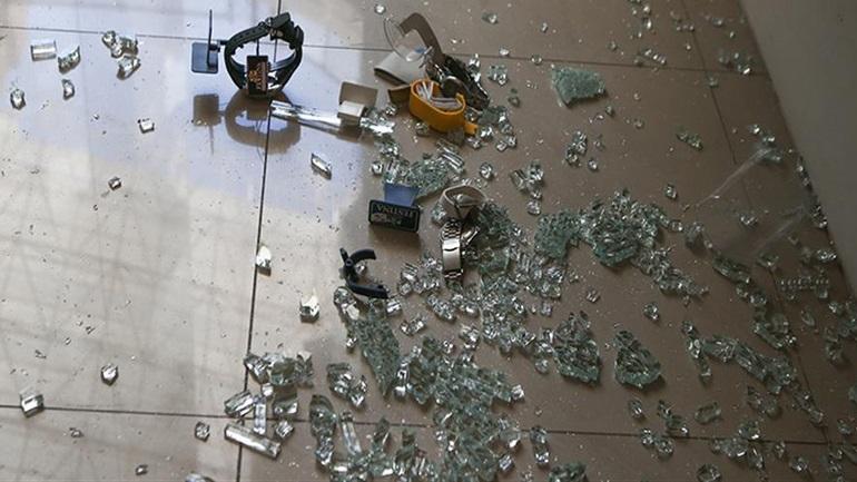 Διάρρηξη κοσμηματοπωλείου στην Αλεξάνδρεια Ημαθείας - Έσπασαν την πόρτα με όχημα