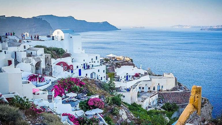 Daily Mail:  Ελπίδα για καλοκαιρινές διακοπές στην Ελλάδα