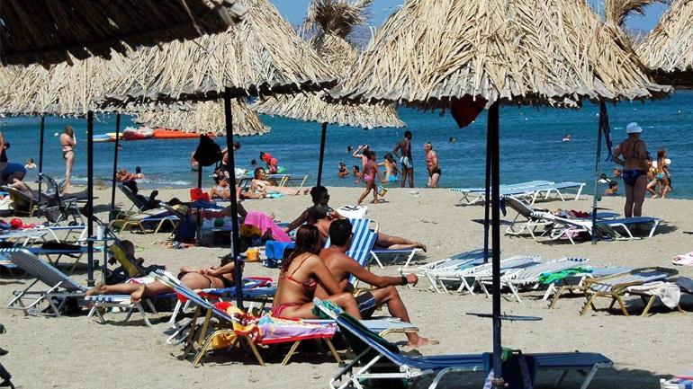 Στην έναρξη της τουριστικής σεζόν στην Ελλάδα επικεντρώνονται τα διεθνή μέσα ενημέρωσης