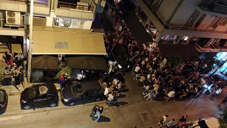 Θεσσαλονίκη: Συνωστισμός και πάλι έξω από μπαρ με take away ποτά!
