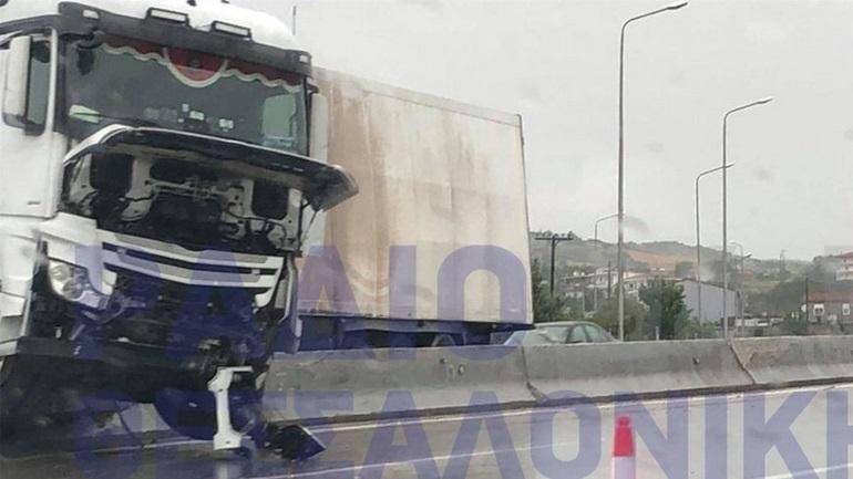 Κακοκαιρία στη Θεσσαλονίκη: Δεκάδες κλήσεις στην πυροσβεστική - Δίπλωσαν νταλίκες