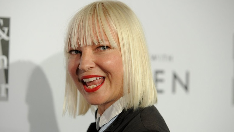 Η Sia επιβεβαίωσε ότι είναι μητέρα δύο αγοριών