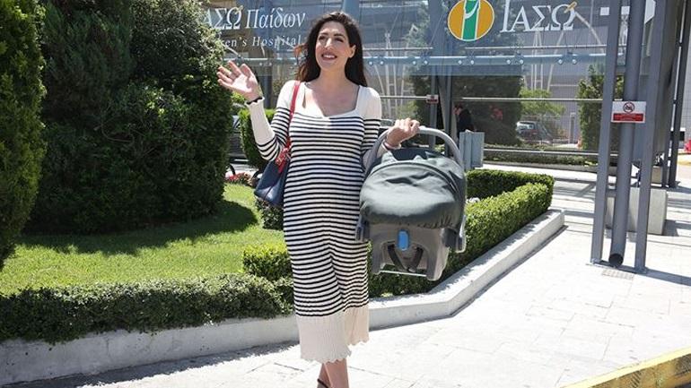Εξιτήριο για τη Φλορίντα Πετρουτσέλι - Επέστρεψε στο σπίτι με τον γιο της