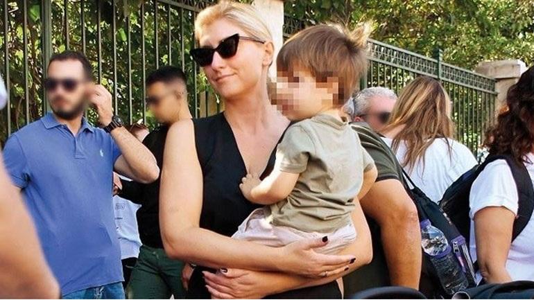 Σία Κοσιώνη: Bόλτα με τον γιο της στην Ακρόπολη!
