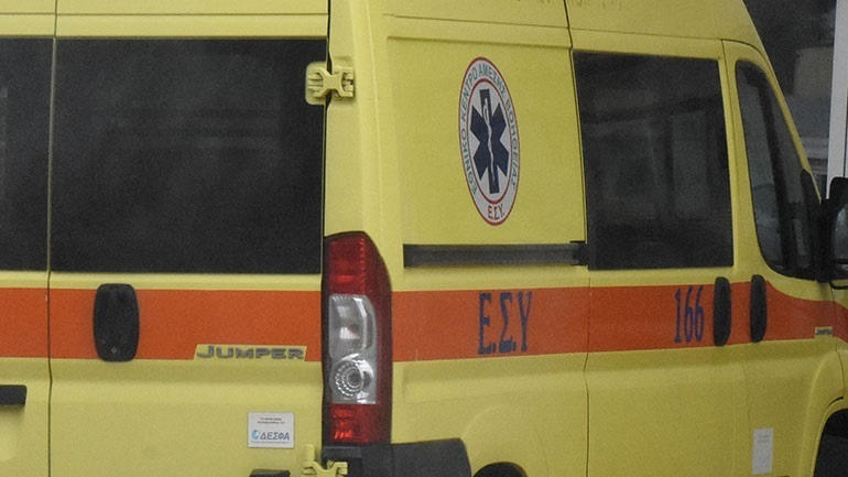 Πάτρα: Αυτοκίνητο «εισέβαλε» σε συνεργείο οχημάτων - Νεκρός ο ηλικιωμένος οδηγός