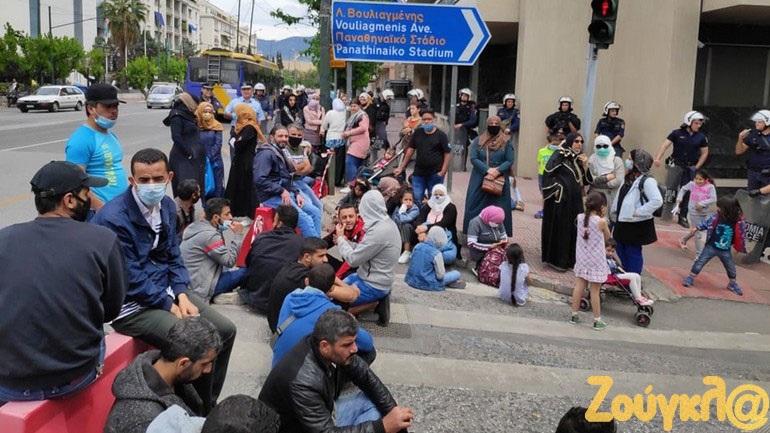 Καθιστική διαμαρτυρία μεταναστών στα γραφεία της Ευρωπαϊκής Ένωσης