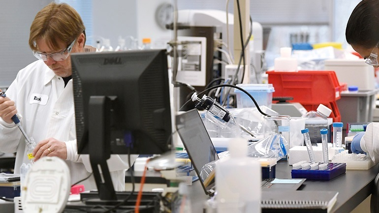 Γερμανία: Διακόπηκε κλινική δοκιμή με υδροξυχλωροκίνη λόγω των ανησυχιών του ΠΟΥ