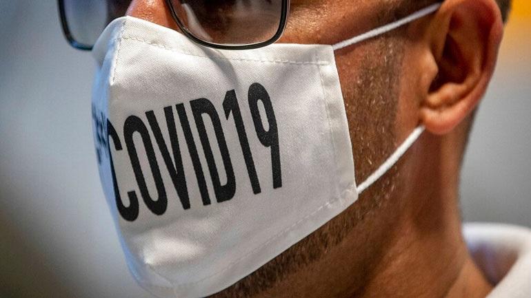 Έρευνα: Η χρήση μάσκας μέσα στο σπίτι εμποδίζει την εξάπλωση του κορωνοϊού στις οικογένειες