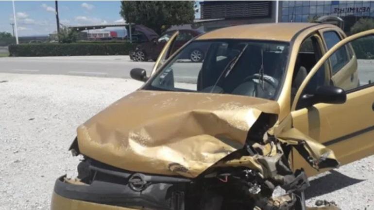 Σφοδρή μετωπική σύγκρουση οχημάτων στα Τρίκαλα